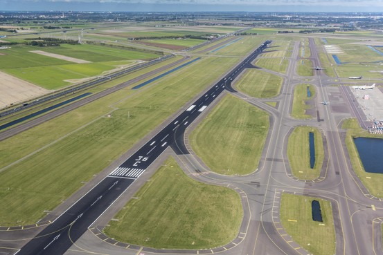 Zestien vliegtuigen geland op nog gesloten Zwanenburgbaan Schiphol