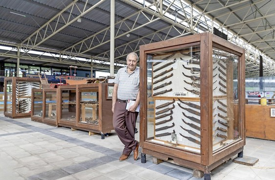 Toon staat weer op zijn 'stempelpost' bij kunstijsbaan De Westfries in Hoorn
