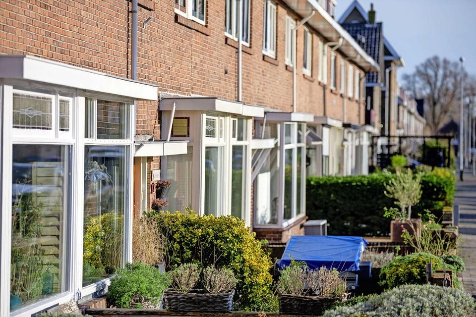 De huizen aan de Ooievaarstraat in Den Helder die kampen met gevolgen van een verouderd riool.