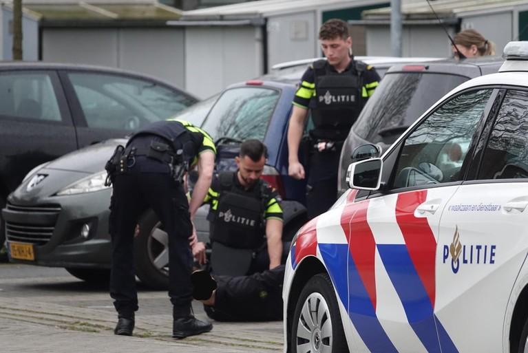 17-jarige met nepvuurwapen bedreigd in Zaandam, verdachte aangehouden