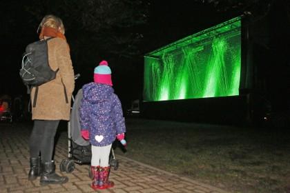 Voor de tiende keer herdenken bewoners en bezoeker van locatie Nieuwenoord overleden geliefden tijdens Namen Noemen
