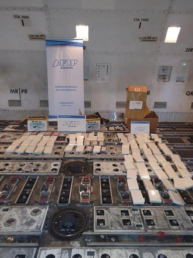 Drugs waarschijnlijk door bende in vracht KLM toestel geplaatst [video]
