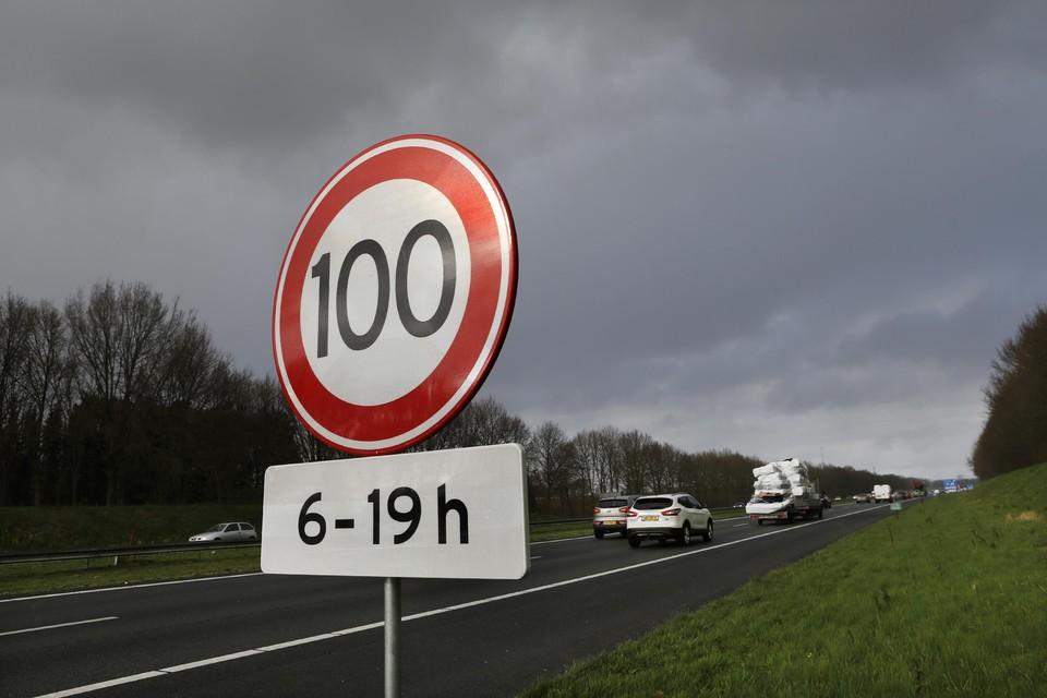 Niet harder meer dan 100 op de A27.