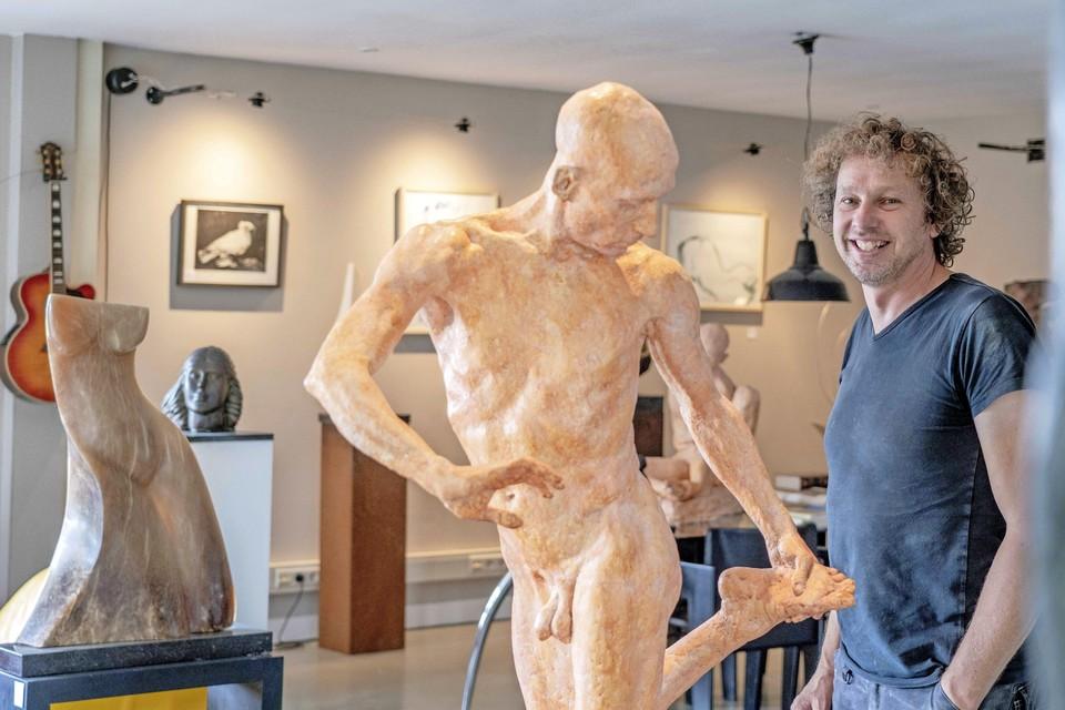 Rob Glas: ,,Ik wil dat bezoekers zich niet gehaast voelen als ze hier een kijkje komen nemen. Maar er hangen hier wel werken die zo in kunstmuseum Singer Laren kunnen.''
