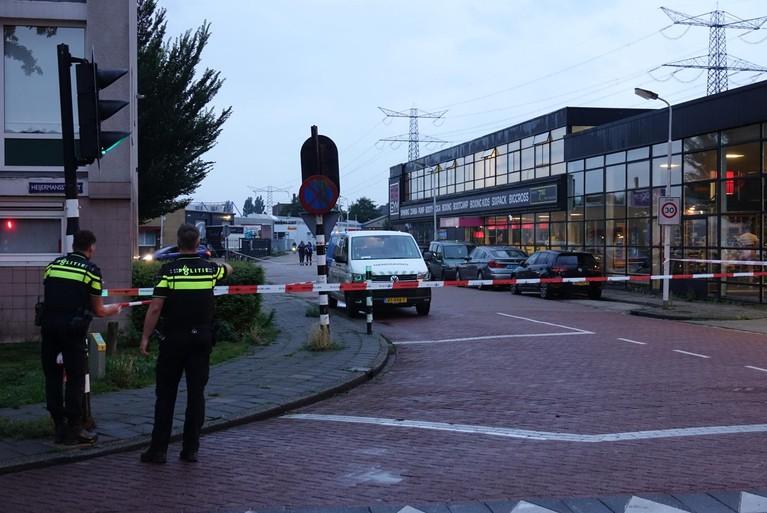 Tankstation overvallen in Zaandam, vier personen aangehouden na achtervolging op A10 [update]