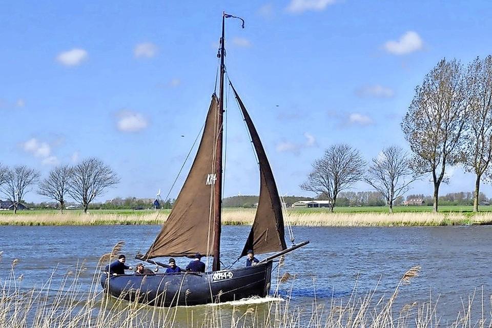 De trots van maritiem Kolhorn op het Kolhornerdiep: de KH44. Deze ansjovisjol is gebouwd in 1899-1900.