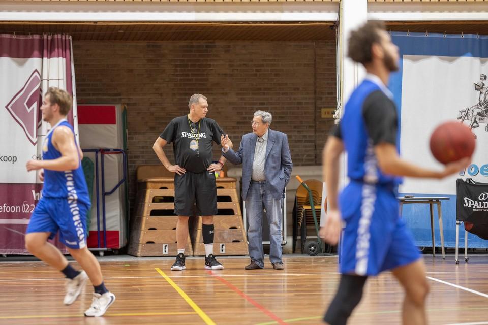 Ton Boot, de coach die zo belangrijk was voor Den Helder, haalt herinneringen op met Peter van Noord