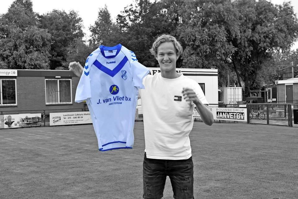 Dani Beukman op het veld en met het shirt van Saenden. ,,Van het trainerschap wil ik mijn werk gaan maken.''