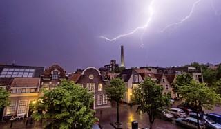 Zware onweersbuien, harde windstoten en grote hagelstenen. Code oranje voor bijna heel het land