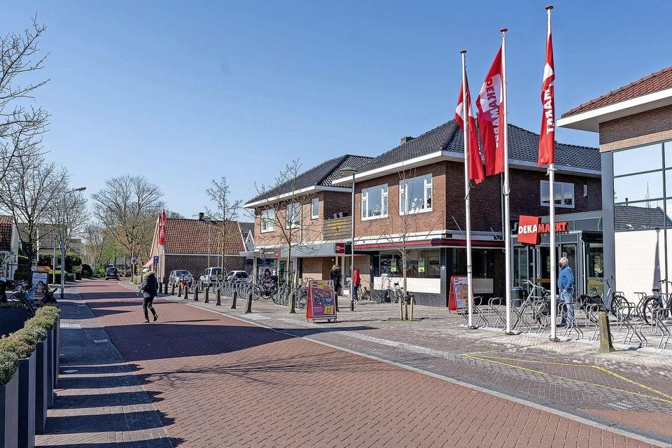 De situatie bij de Dekamarkt aan de Bovenweg.