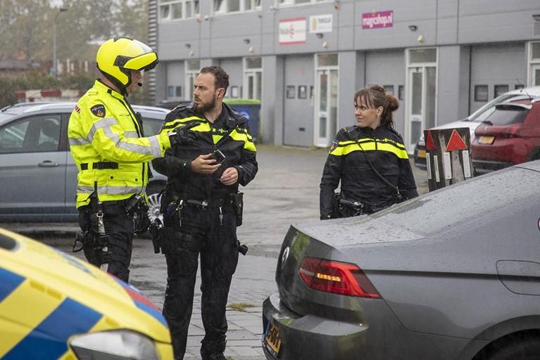 Veel schade bij botsing busje en auto in Haarlemse Waarderpolder