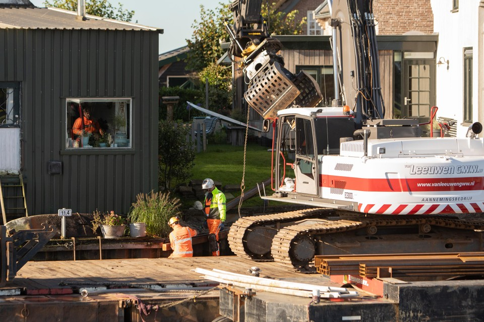 De provincie is vorige week begonnen met het vervangen van damwanden in Eembrugge.