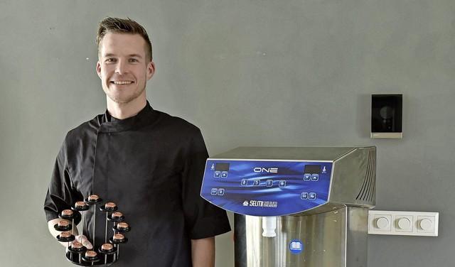 Chef-kok Paul Wagemaker heeft een passie voor chocolade. In coronatijd vindt hij tijd om voor het eerst met een van zijn creaties mee te dingen naar de titel 'Beste bonbon van Nederland' [video]
