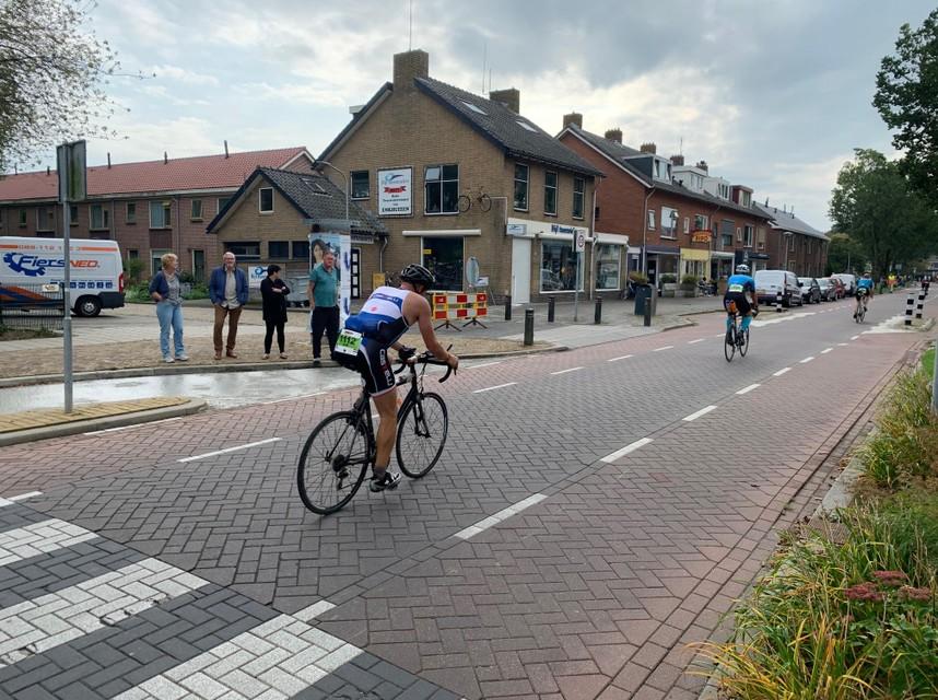 Wielrenners in actie tijdens Ironman in Enkhuizen.