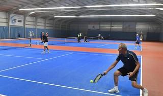 Tennissport in lift door corona. Wim Vonk van 't Zijpken: 'In de twaalf jaar dat ik de clubkampioenschappen organiseer, heb ik nog nooit zo'n grote deelname gehad'