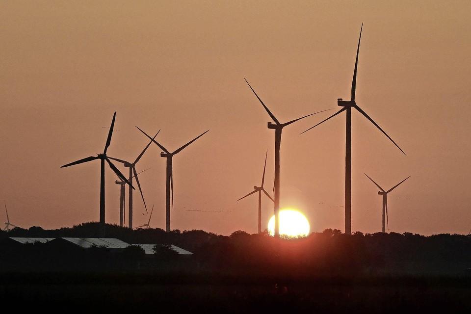 Windturbines in de Wieringermeer, gezien vanaf de Zwinweg bij Wieringerwaard.