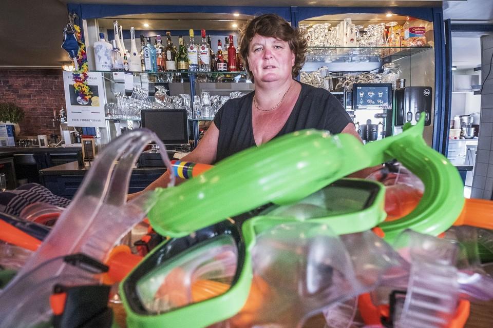Duikbrillen op de bar als herinnering aan het optreden van Mart Hoogkamer.