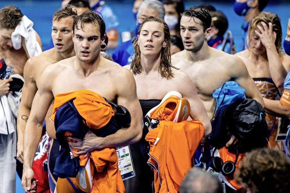 Nyls Korstanje, Femke Heemskerk, Arno Kamminga, en Kira Toussaint (l-r) na de finale 4x100 meter wisselslag.