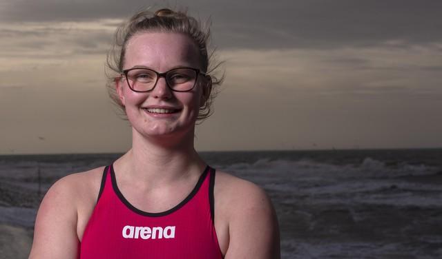Helderse Kyra Wijnker (21) zwemt in september elke week om een Waddeneiland: 'Terschelling wordt denk ik het zwaarst'