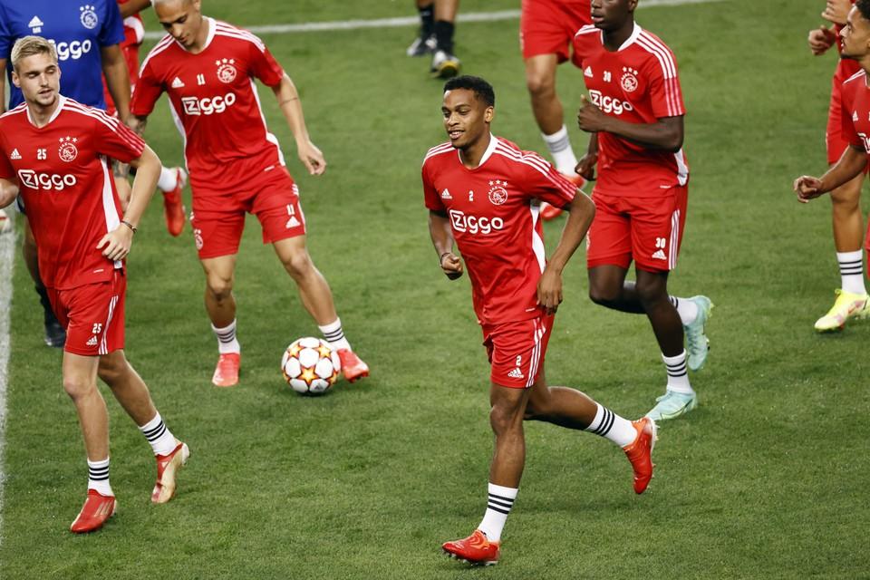 Jurriën Timber op de training in Estadio Jose Alvalade in Portugal.