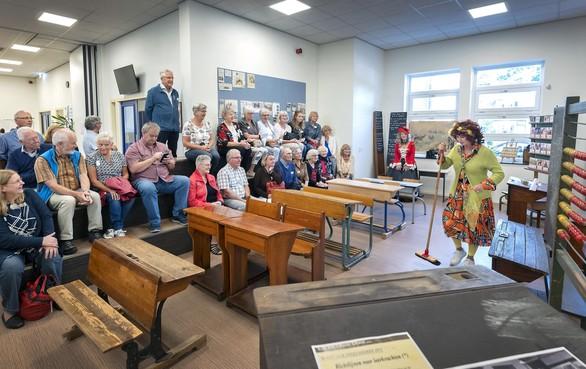 Bosbeekschool in Santpoort-Noord viert 150-jarig bestaan met reünie: Over de inktpot en de koeienstront