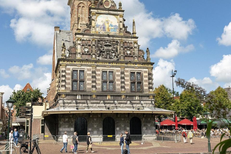 Het Hollands Kaasmuseum is ondergebracht in het waaggebouw.