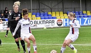 VV Alkmaar heeft de reguliere eredivisie afgesloten met een lach. De vrouwen winnen de spectaculaire laatste competitiewedstrijd tegen Heerenveen met 4-3 [video]