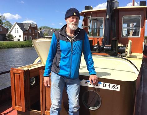 Onderweg: Dirk Droog (63) uit Warmenhuizen is kapitein op de grote vaart. Het water heeft hem altijd getrokken, maar inmiddels neigt hij toch naar een vervroegd pensioen