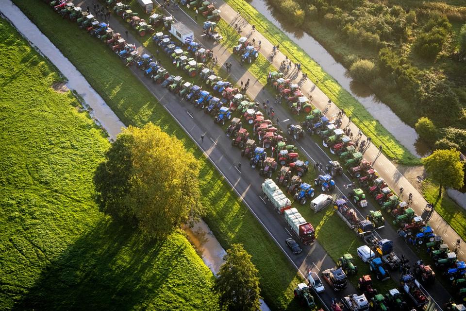 Luchtfoto van de wegen rond De Bilt. Het is druk op de snelwegen in verband met het boerenprotest tegen het stikstofbeleid.