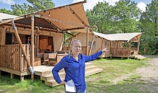 Gooise Heide is klaar voor de eerste gasten; Huizer Landalcamping heeft komende weken geen glampingtent meer vrij. En: grond voor tweede ontsluitingsweg is aangekocht