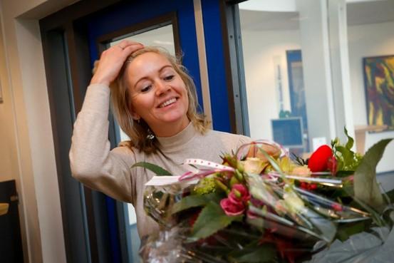 Nancy is wél blij met Valentijnsbloemen in De Goorn