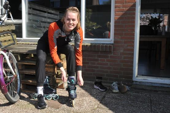 Korfbalster Marjolijn Schenk sport nog volop, tuiniert, klust en werkt via Skype: 'Ik heb me nog niet verveeld'