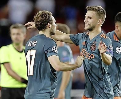 Blind en Veltman zijn happy in het centrum van Ajax