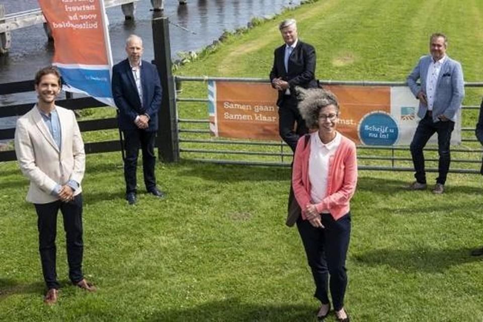 De wethouders bij de start van de campagne van GlasDraad: Roberto ter Hark (Noordwijk), Jacco Knape (Katwijk), Jan van Rijn (Hillegom), Kees van der Zwet (Lisse) en Marlies Volten (Teylingen).