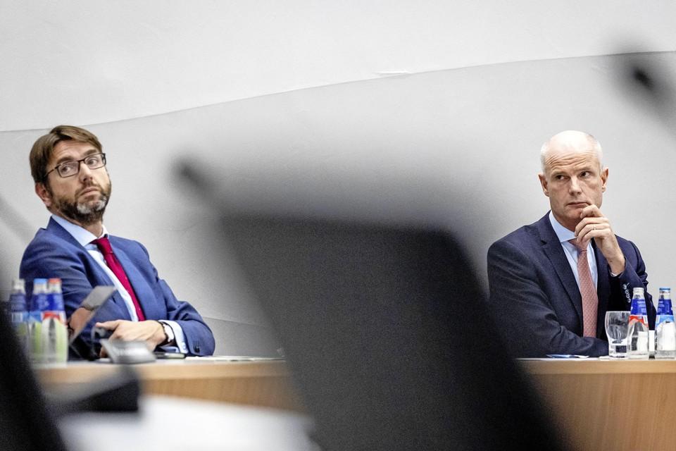 Demissionair staatssecretaris Steven van Weyenberg (Infrastructuur en Waterstaat) en demissionair minister Stef Blok (Economische Zaken en Klimaat) tijdens het Tatadebat donderdag in de Tweede Kamer.