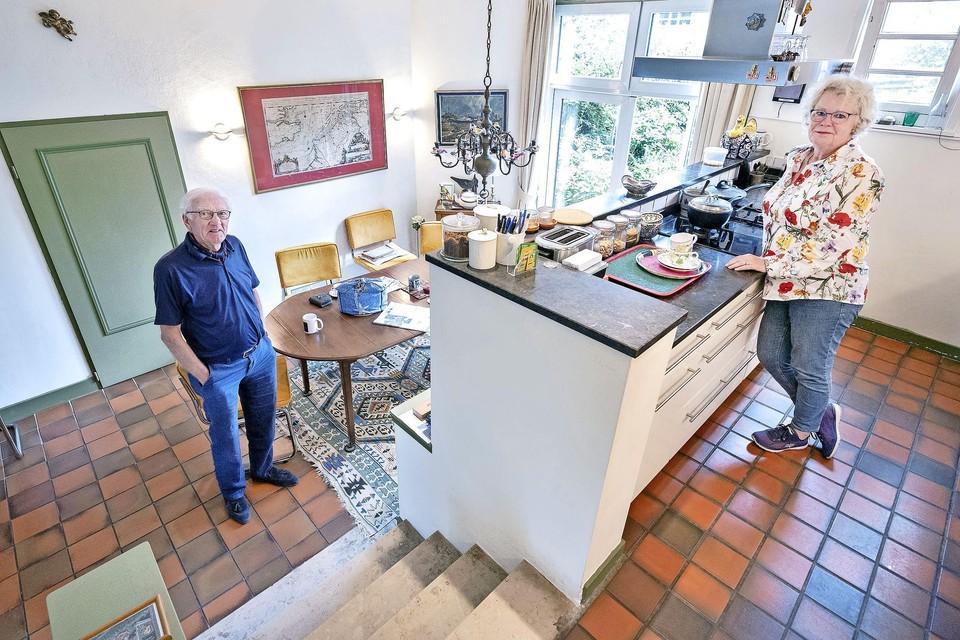 Hein Terwindt en zijn vrouw Mans Lamers in hun woning aan het Spaarne.
