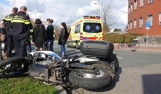 Motorrijder gewond na botsing op auto in Hoorn