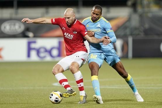 AZ zegt contract Ron Vlaar formeel op