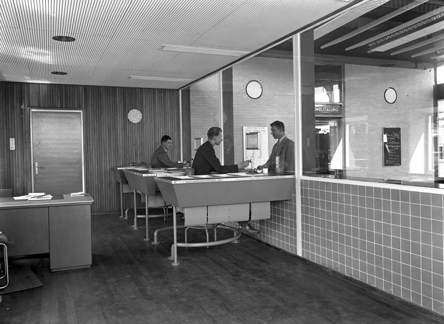De loketten in 1954.