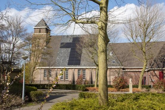 Lijdensweek: Zonnepanelen als kruis op kerk Landsmeer; Het Kruispunt sluit zich aan bij Groene Kerken