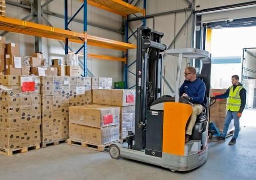 Action-truck brengt pallets met handschoenen en veiligheidsbrillen naar Noordwest Ziekenhuis in Alkmaar [video]