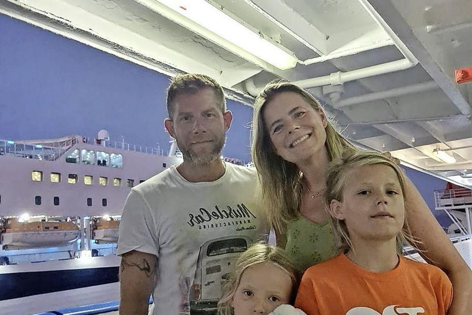 Afke Bleeker en haar gezin op de nachtboot vanuit Genoa.