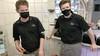 Hoe gaan winkels om met mondkapjesweigeraars, wegsturen of gedogen? 'De boete is dan voor de klant'
