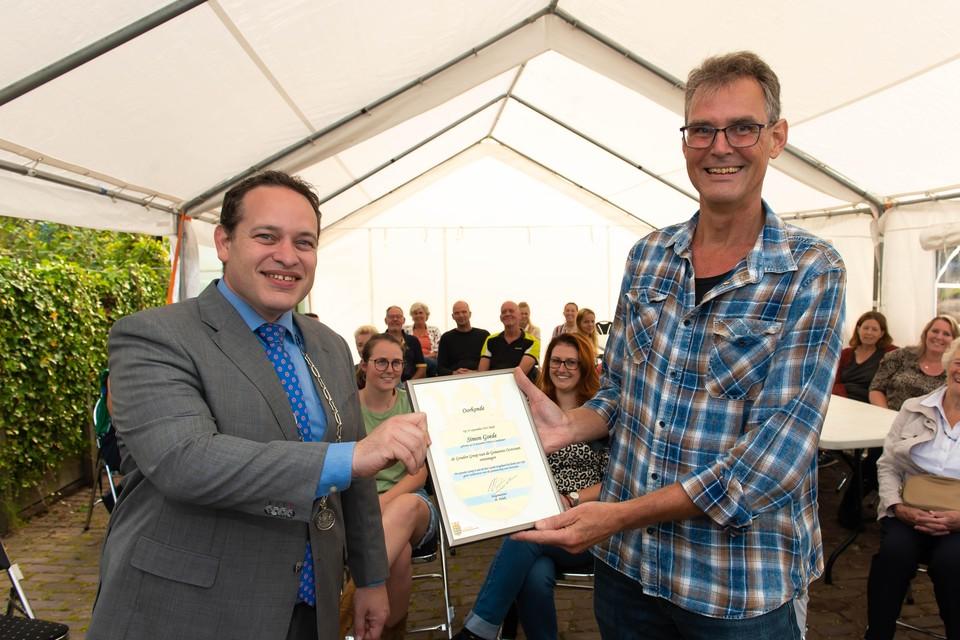 Burgemeester Polak van Oostzaan verraste Goede op zondag met zijn bezoek.