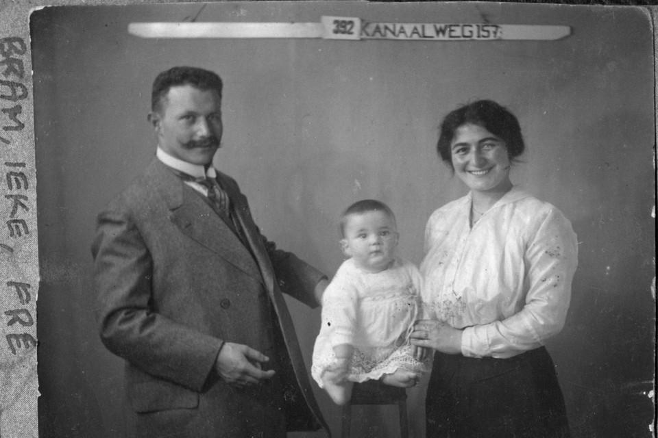 Abraham en Frederika van Gelder met zoon Izaäk. Het slagersechtpaar werd vermoord in een kamp.