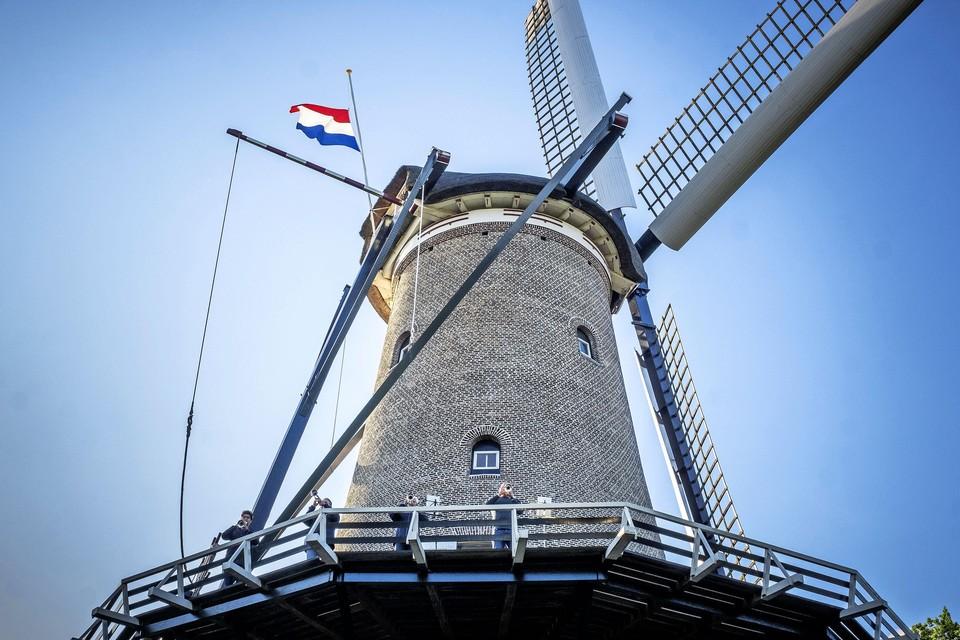 Trompettisten zullen vanaf de Molen van Piet het signaal Taptoe Infanterie spelen.