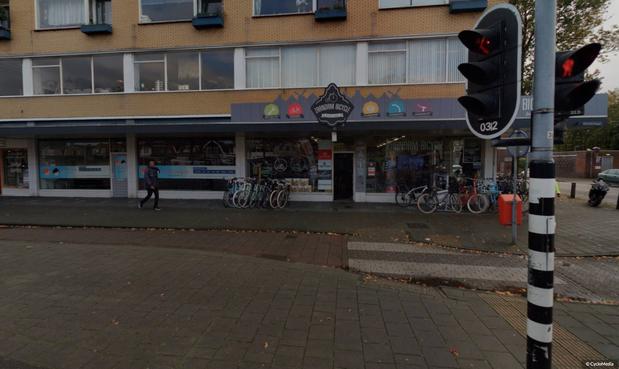 Zaandamse winkelier is bang dat hij na jaren met zijn fietsenwinkel op straat komt