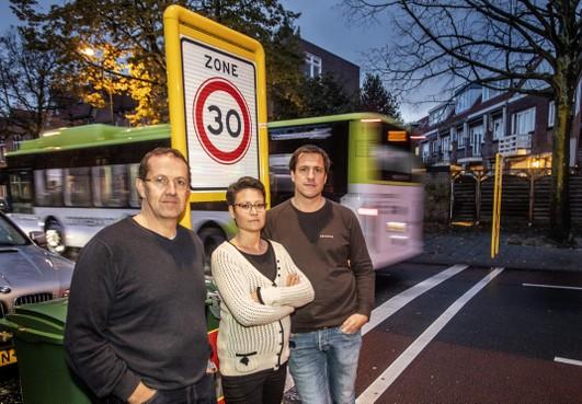Bewoners Haarlemse Velserstraat eisen maatregelen van gemeente