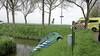 Auto van Veiligheidsregio belandt in sloot bij ongeluk in Middenbeemster, vrouw raakt gewond