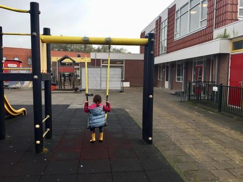 Zaanse ouders rollebollend over schoolplein van basisschool De Voorzaan in Zaandam: 'Deze juf is niet zo'